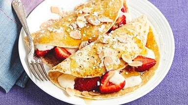 Crepes with spiced honey yoghurt