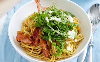 Spaghetti with capsicum pesto
