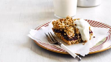 Honey, oat and berry slice