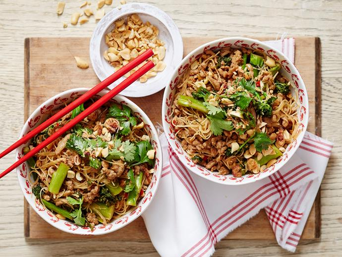 "**[Sticky Thai pork](https://www.womensweeklyfood.com.au/recipes/sticky-thai-pork-2164|target=""_blank"")**  This easy recipe can be on the table in half an hour! With flavour-packed Thai-style pork mince, served up with vermicelli noodles in a bowl, it's sure to be a hit. Sprinkle peanuts on top for added texture."
