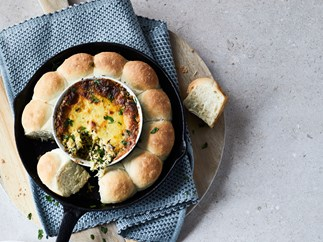 Cheesy spinach dip and rolls