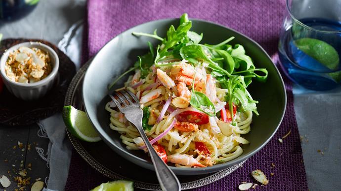 Crab spaghetti with garlic and almond crumbs