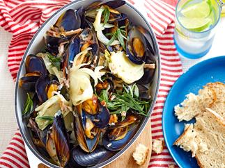 One-pot mussels with bacon, cider and cream