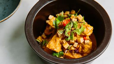 Pumpkin coconut curry with crispy tofu