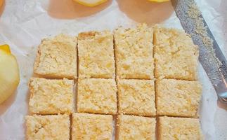 Zesty raw lemon slice