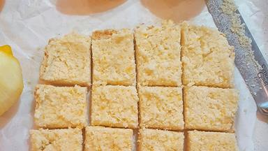 Zesty raw lemon slice (dairy-free and nut-free)