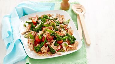 Fast fattoush salad with tuna and broccolini