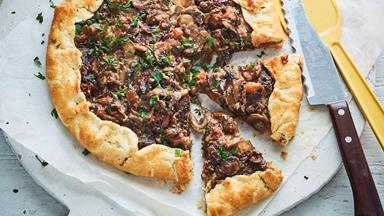 Balsamic mushroom tart with quick pastry