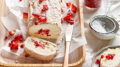Frozen meringue roll with strawberries and cream