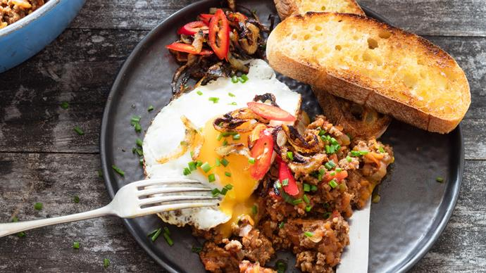 Fancy mince with chilli, onions and egg