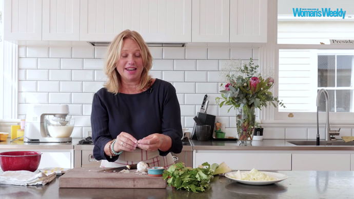 How to peel, slice and crush garlic with Nici Wickes