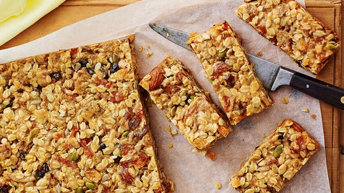 apricot and coconut muesli bars