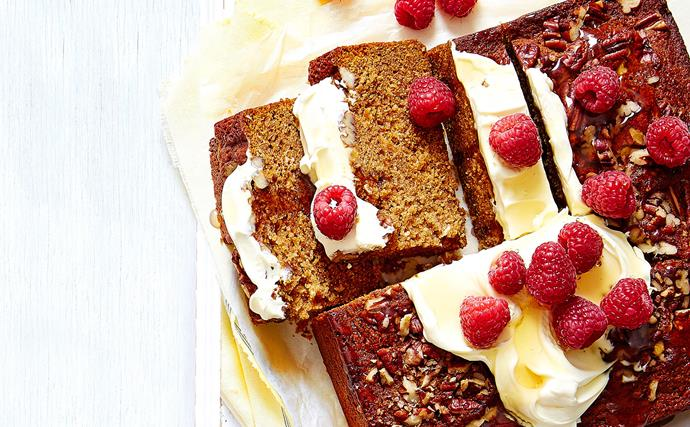 Honey and pecan spiced cake