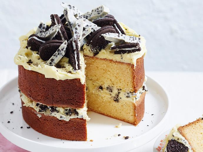 "White chocolate-lovers, you can't get much better than this [indulgent mud cake](https://www.womensweeklyfood.com.au/recipes/cookies-and-cream-white-choc-mud-cake-2599|target=""_blank"")! Layered with a heavenly cookies and cream ganache and topped with oreos, it's pure decadence on a plate."