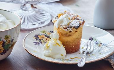Little lemon curd and ricotta cakes with nutty topping