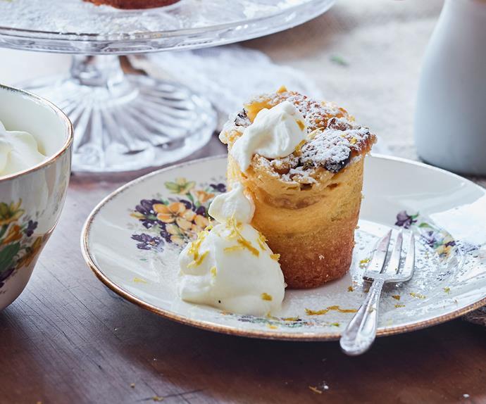 Lemon curd and ricotta cakes