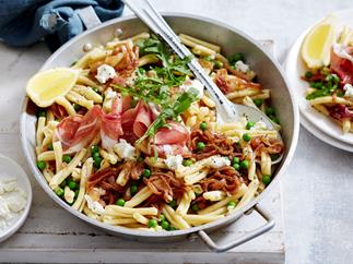 pasta with caramelized onions and goat cheese