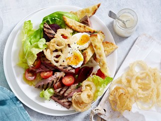 steak salad with onion rings