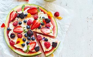 Watermelon pizza with vanilla cream