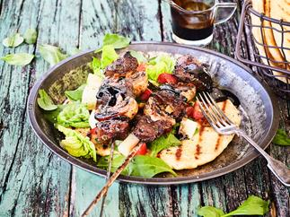 Balsamic beef skewers with flatbread
