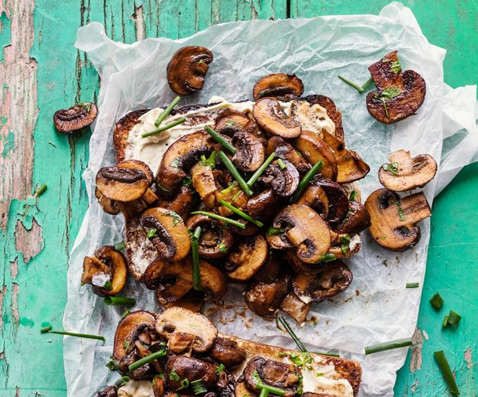 Mushrooms with herbs and crème fraîche on wholegrain