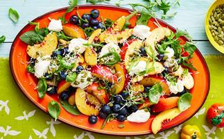 blueberry peach spinach salad