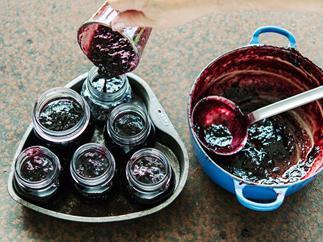 Simple blackberry and apple jam
