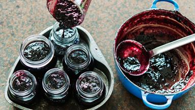 Simple blackberry and apple jam
