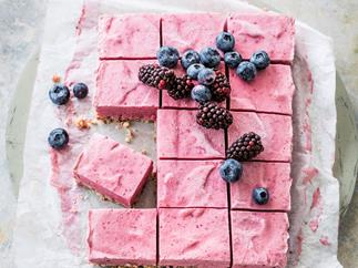 Frozen avocado berry slice with spiced macadamia base