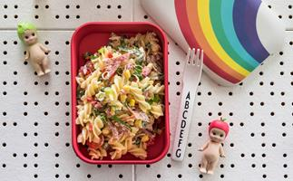 Lunchbox pasta salad with salami, corn and honey mustard