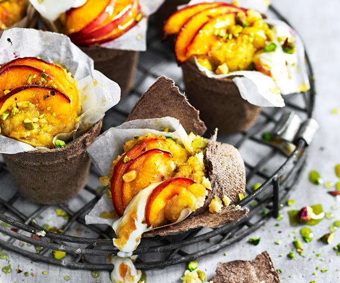 Peach and pistachio cake pots