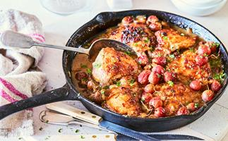 Braised chicken with grapes
