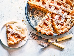Peaches and cream pie with easy sweet pastry