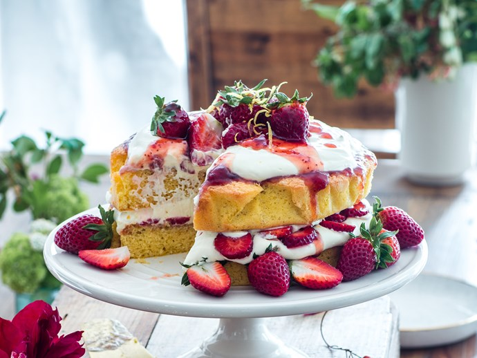 Lemon sponge cake with strawberries and cream