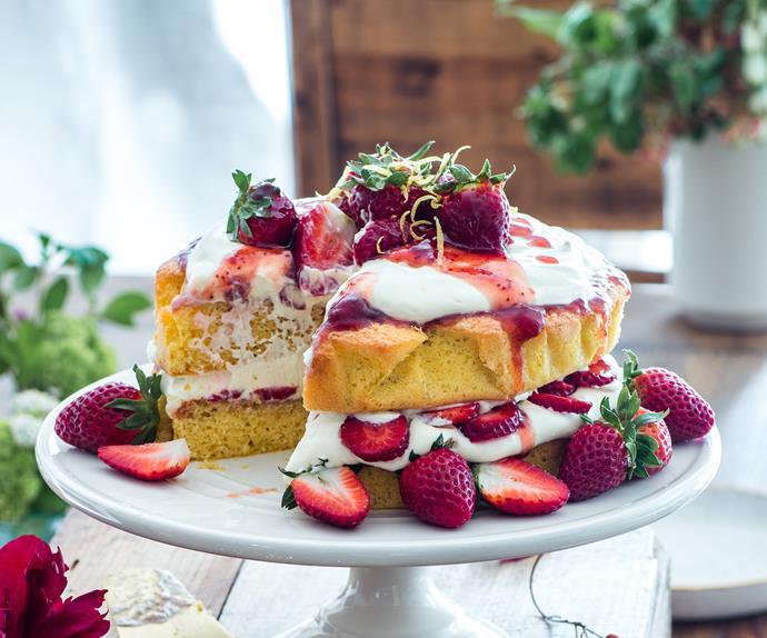 Lemon sponge cake with strawberries and cream