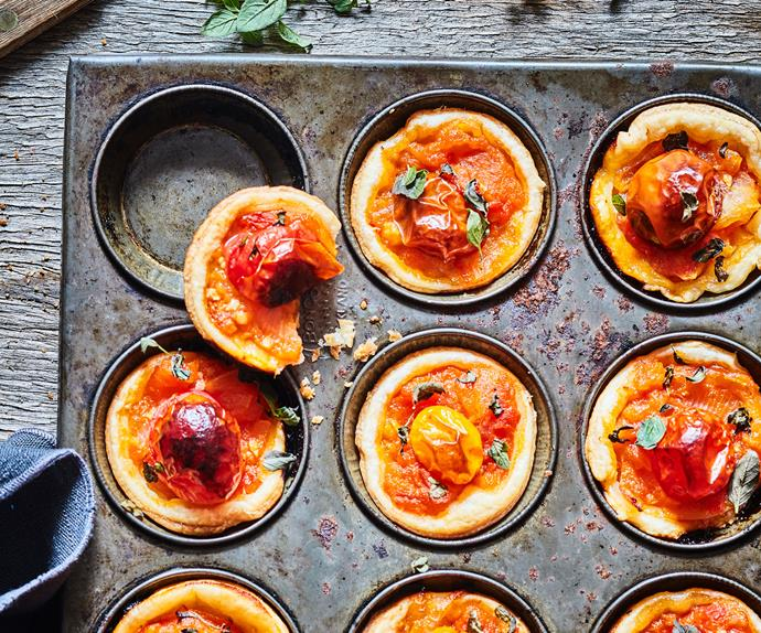 Little tomato tarts with thyme and marjoram