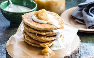 Oat hotcakes with feijoa and apple sauce