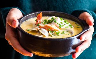 Simple creamy seafood chowder soup