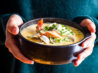 Quick and simple creamy seafood chowder soup