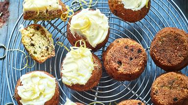 Little courgette and currant cakes with cream cheese icing