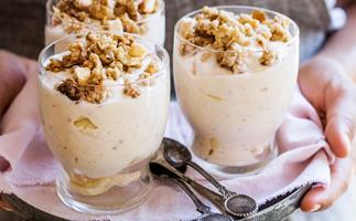 Banana nut-butter yoghurt breakfast pots