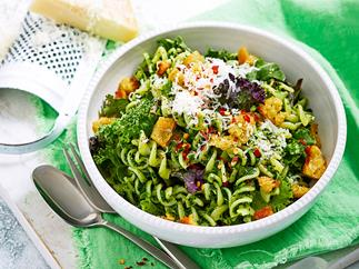 Gluten-free pasta with chilli, lemon and kale pesto