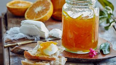 Grapefruit marmalade with cardamom, turmeric and ginger
