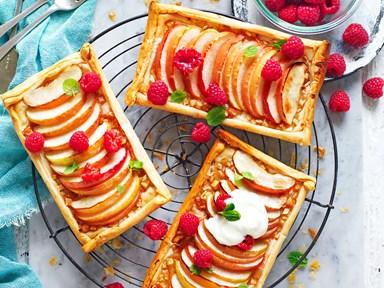 Easy apple filo tarts with yoghurt and honey