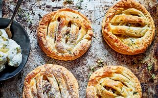 Apple, cheddar and thyme pies