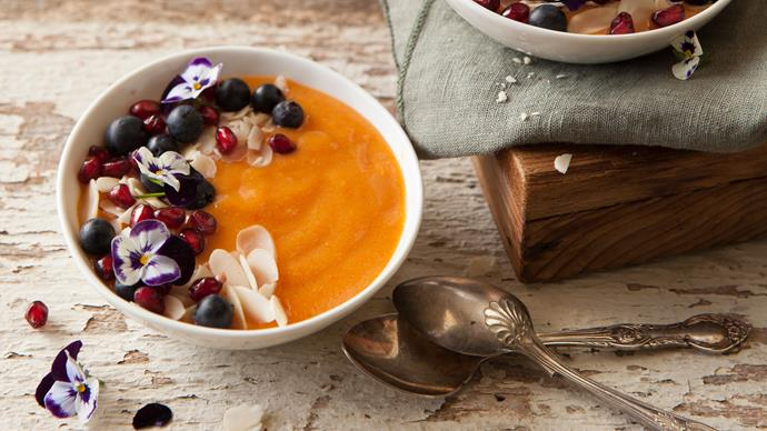 Persimmon, turmeric and ginger smoothie bowl