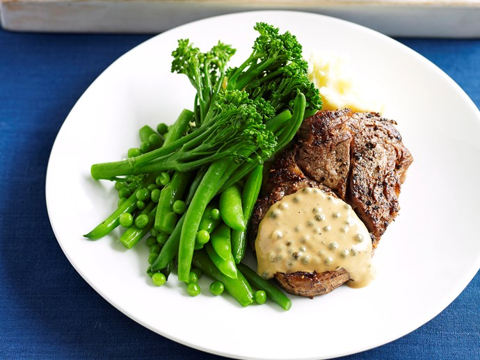 Steak with creamy pepper sauce