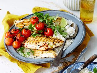 Margarita fish with white rice and grilled tomatoes