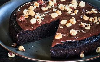 Gluten-free chocolate and hazelnut cake
