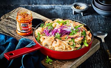 Panang-style ginger prawn and vegetable noodles